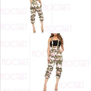 Pants - New with tags suspender joggers camo pink color